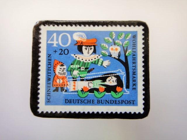 ドイツ 白雪姫切手ブローチ2278