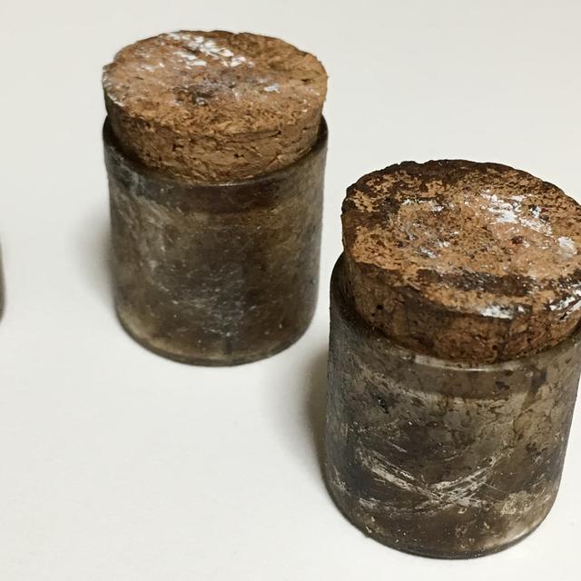 アンティーク加工の小瓶