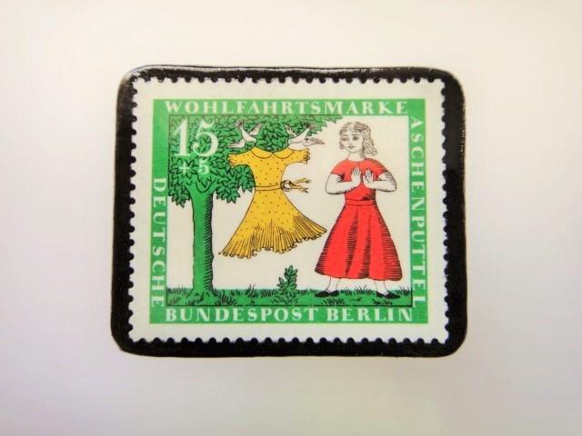ドイツ シンデレラ切手ブローチ2280