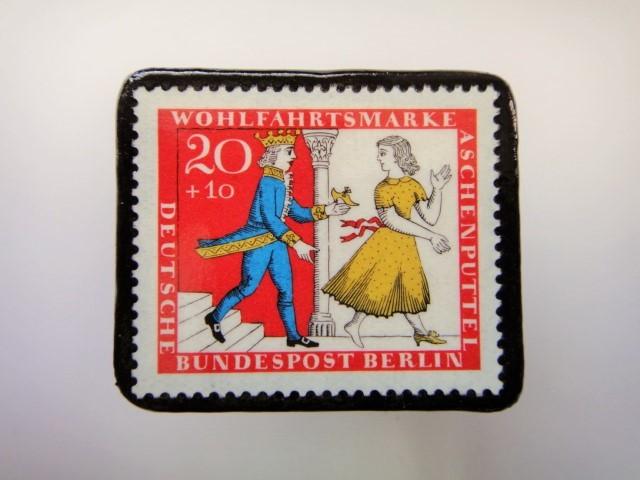 ドイツ シンデレラ切手ブローチ2281