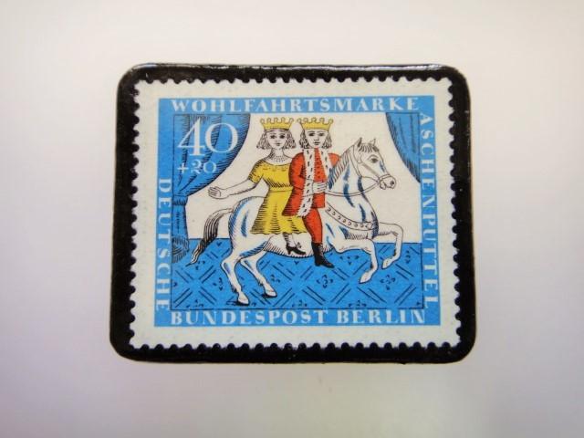 ドイツ シンデレラ切手ブローチ2282