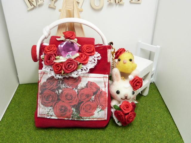 真っ赤なバラのミニポーチ? 赤い花束と...