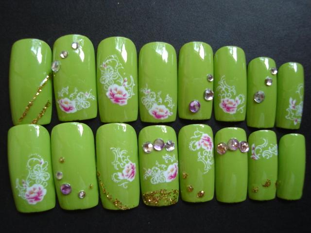 ライトグリーンにお花のネイルチップ 送料無料