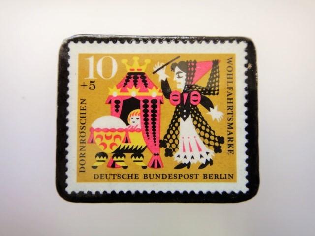 ドイツ ねむり姫切手ブローチ2287