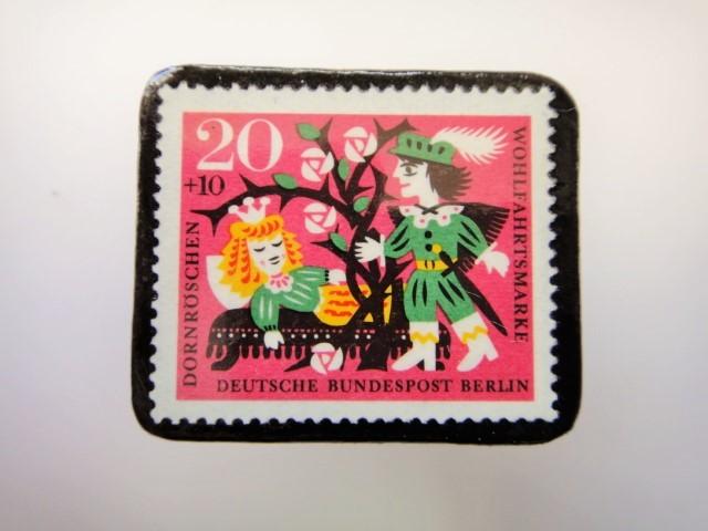 ドイツ ねむり姫切手ブローチ2289