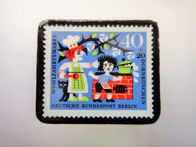 ドイツ ねむり姫切手ブローチ2290