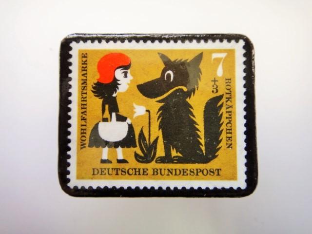ドイツ 赤ずきん切手ブローチ2295