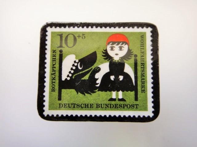 ドイツ 赤ずきん切手ブローチ2296
