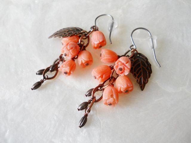 【ぶらん】ピンク染め竹珊瑚の鈴なりお花ピアス