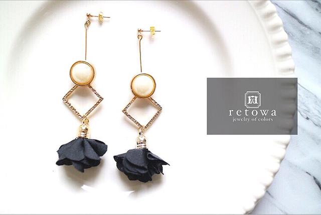 classic frill pearl button pierce