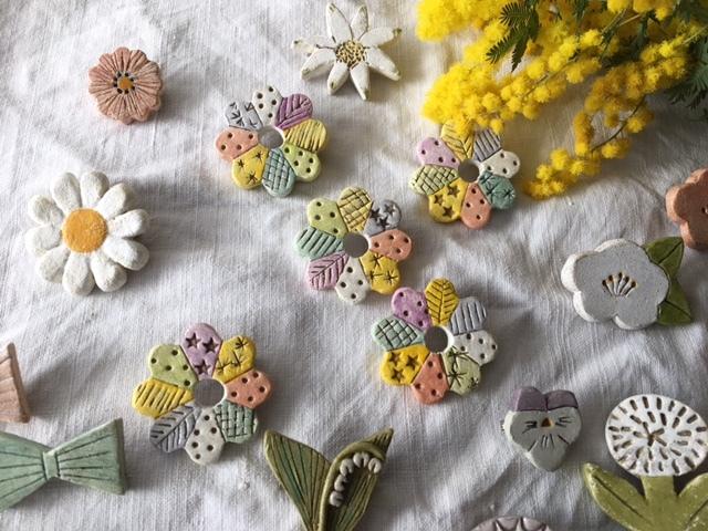 再販【陶土】ドレスデンの花 ブローチ