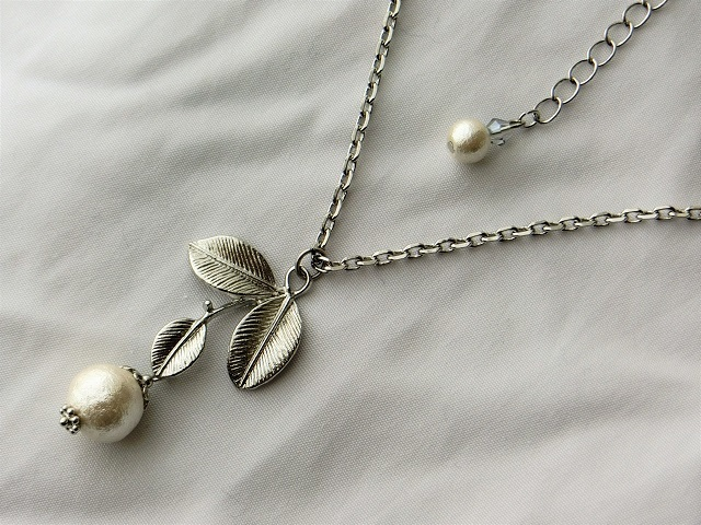 白い綿の実ペンダントネックレス