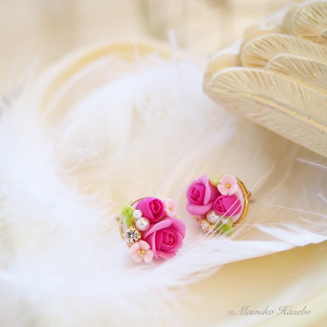 ピンクのバラのピアス