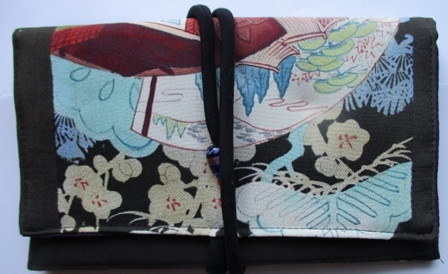 着物リメイク 色留袖で作った和風財布...
