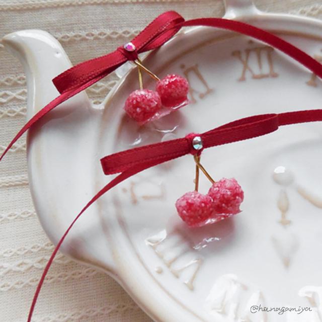 赤の砂糖菓子のさくらんぼの樹脂ポスト...