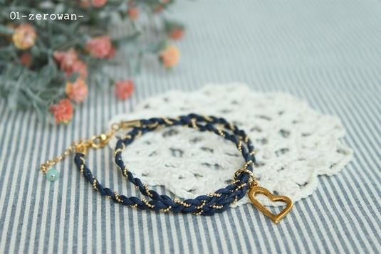 編みブレスレット 青