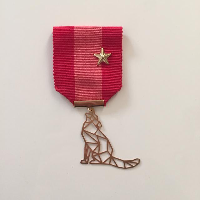オオカミの勲章ブローチ