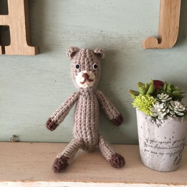 クマの編みぐるみ グレージュ