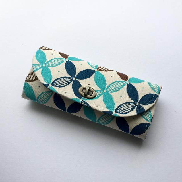 新作☆花柄ライトブルー蓋付き長財布
