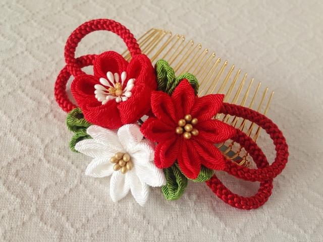 〈つまみ細工〉梅と小菊と江戸打ち紐のコーム(赤)