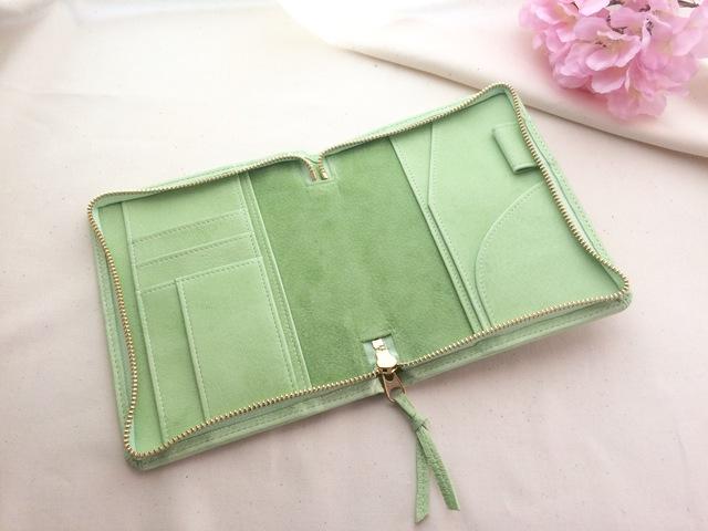 春色淡い緑色の文庫本サイズ手帳ケース