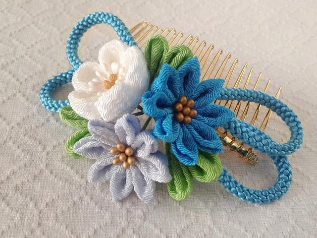 〈つまみ細工〉梅と小菊と江戸打ち紐のコーム(青)