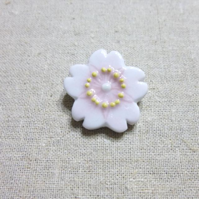 桜ブローチ