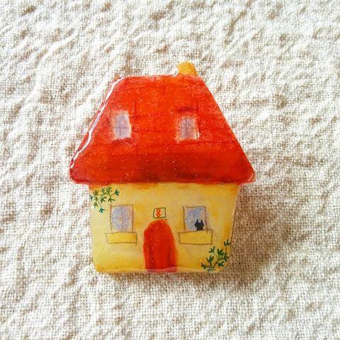 赤い屋根のおうちブローチ