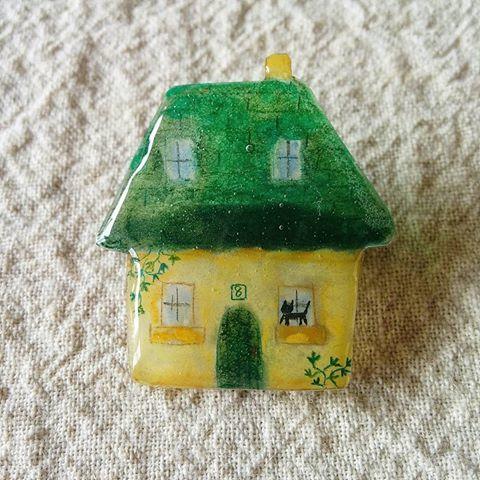 緑の屋根のおうちブローチ