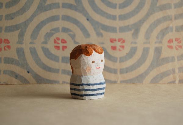 木彫り人形 ボーダーシャツの男の子  [MWF-067]