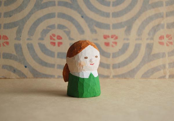木彫り人形 女の子 グリーンのワンピ  [MWF-068]