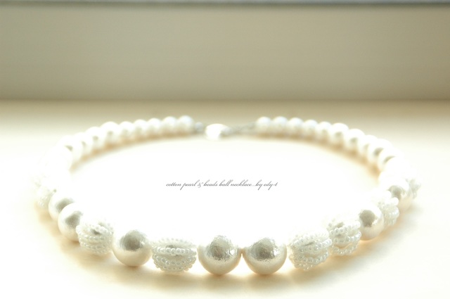 cotton pearl & beads ball necklace