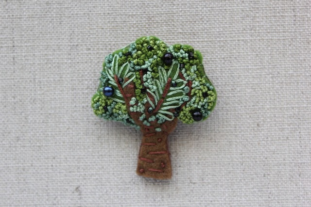 木のブローチ オリーブの木
