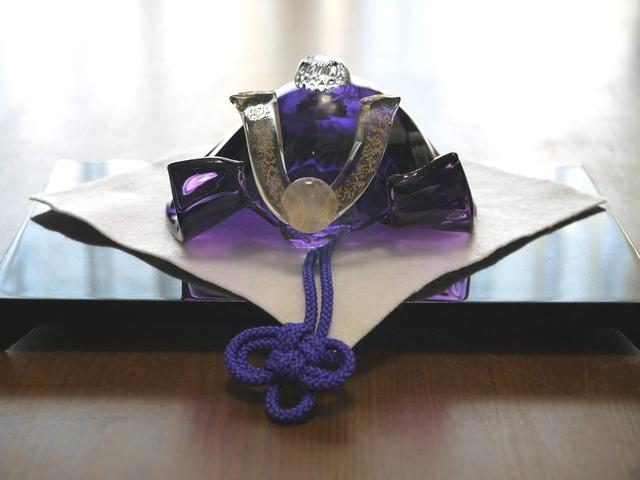 【marzoqさまご予約品】ガラスの兜(濃紫)