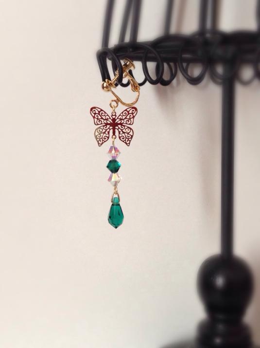 蝶のイヤリング-Green-(ピアスフック、ノンホールピアス変更可)