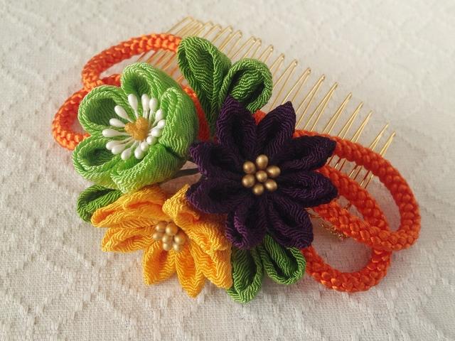 〈つまみ細工〉梅と小菊と江戸打ち紐のコーム(橙色)