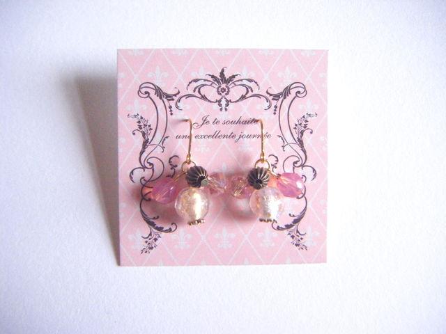 とんぼ玉と薄ピンク色ビーズのミニピアス