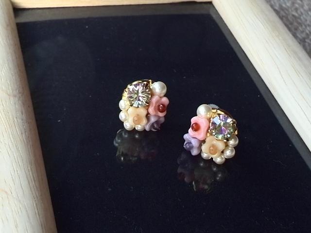 お花のビジューピアス