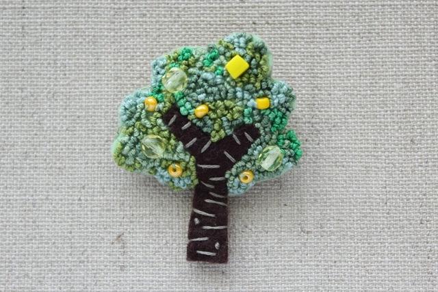 木のブローチ レモンの木