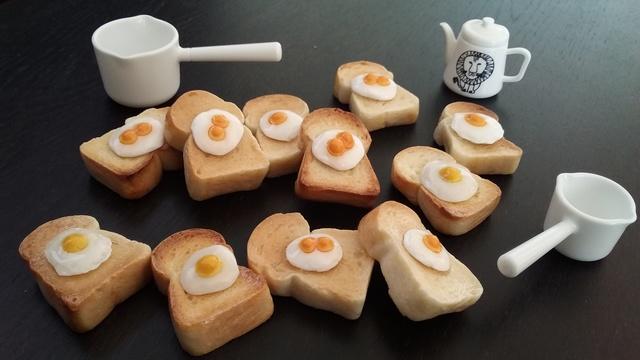 ミニチュア食パン 目玉焼き付
