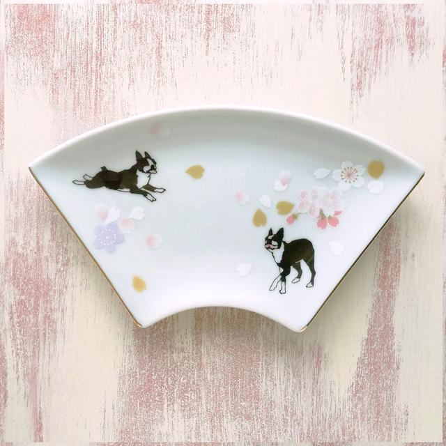 桜走るボストンテリアの扇皿