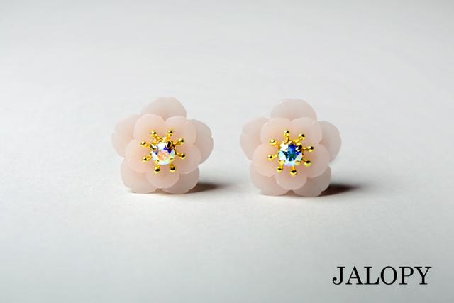 桜の花のイヤークリップ