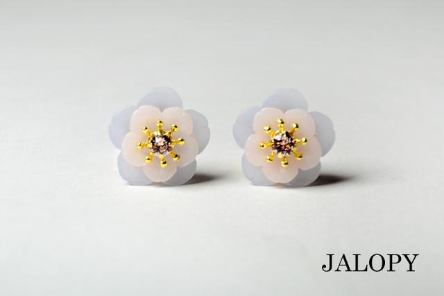 小さな花のイヤークリップ