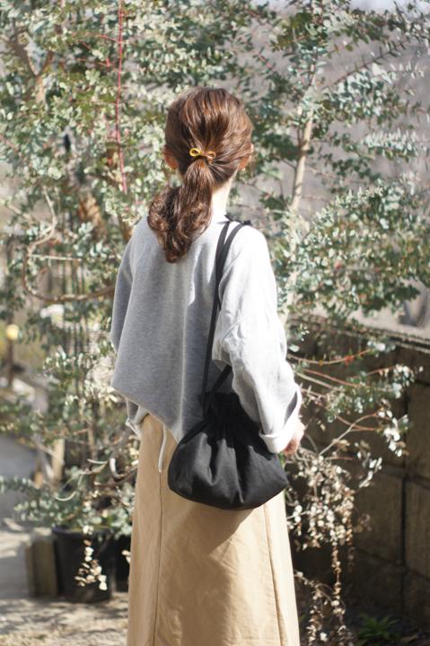 リネンの巾着ショルダーバッグ(ブラック)