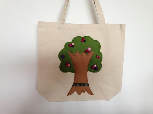 木の実トートバッグ