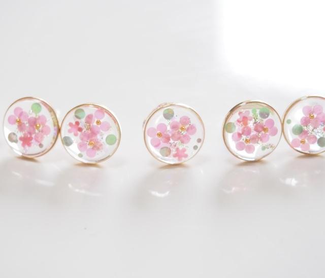 透き通ったお花のピアス ピンク
