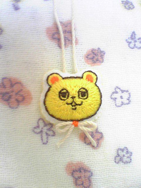 ゆるクマ パステルカラーの刺繍チャーム