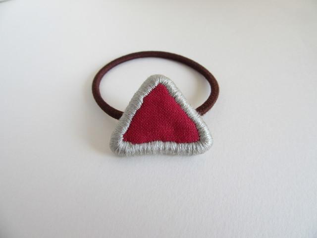 『ふちどり刺繍の三角』ヘアゴム