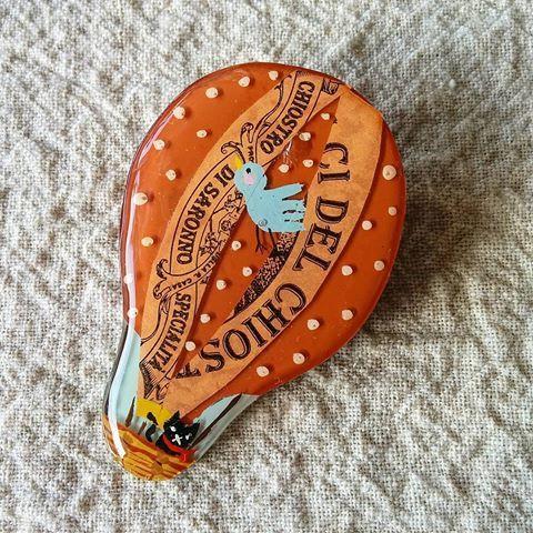 キャラメル色の気球プラ板ブローチ