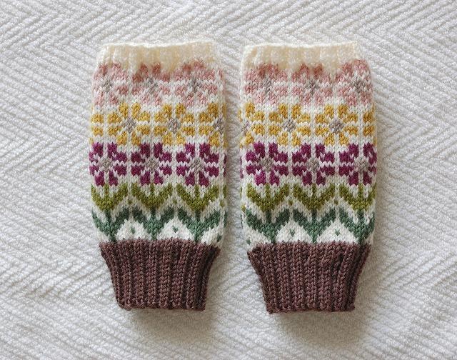 手編みの指なしミトン 「花園」ロング ワイン×黄×ピンクお花